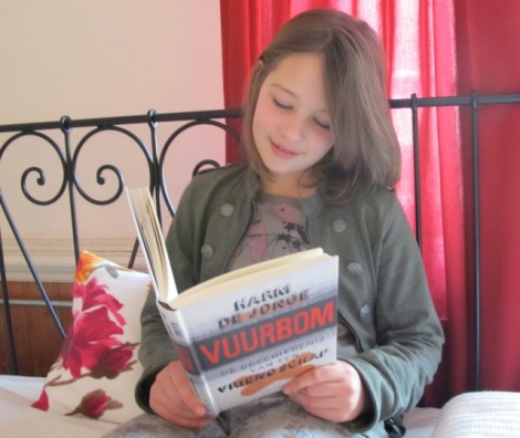 Martha lees Vuurbom (Harm de Jonge)
