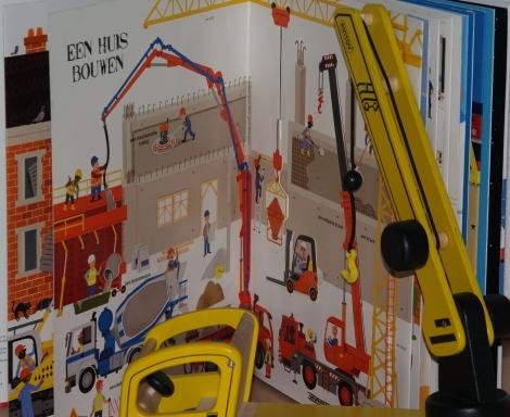 hijskraan bij Het grote boek van voertuigen en machines